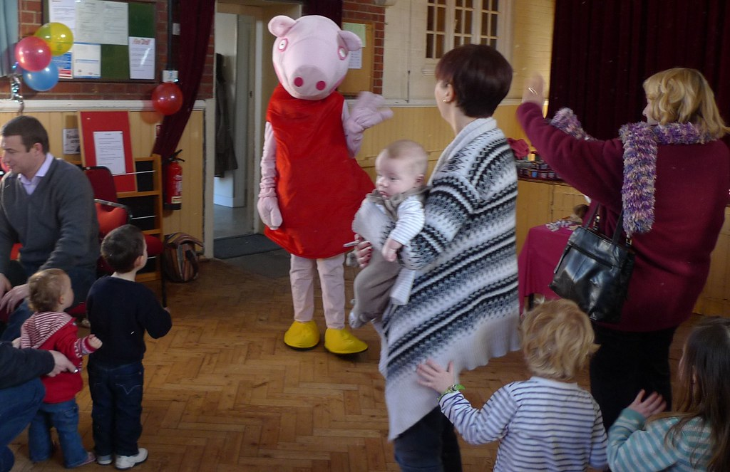 Peppa Pig likes to party with kids
