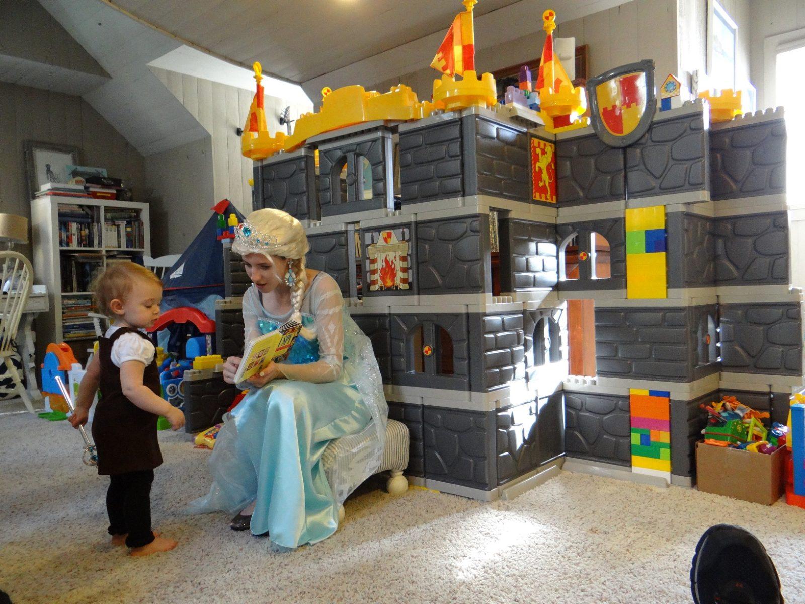 Frozen Princess Elsa visits Castle