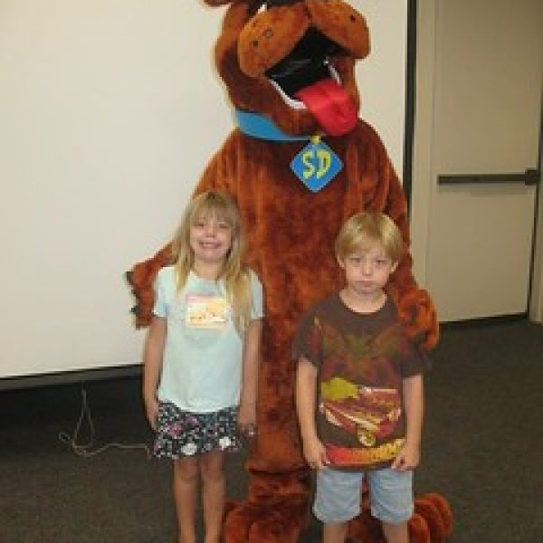 Scooby Doo likes to have fun at birthday parties